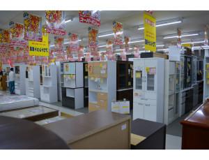 スーパーバリュー関店 2階 食器棚売り場